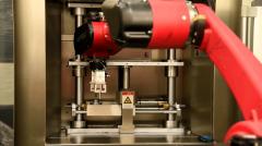 国内首次,打破多项垄断!斯曼克微孔抛光机实现自动化!